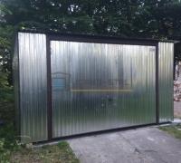 Garaż blaszany z bramą uchylną