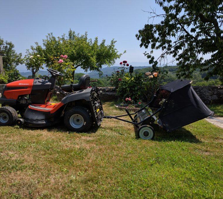 Garaż blaszany w gospodarstwie rolnym